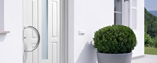 Puertas de exterior puertas de calle de pvc y aluminio for Puertas de calle de pvc
